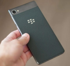 blackberry motion announced